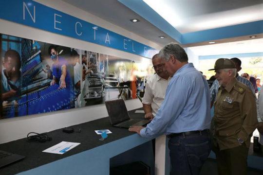 Fabbrica di PC a Cuba