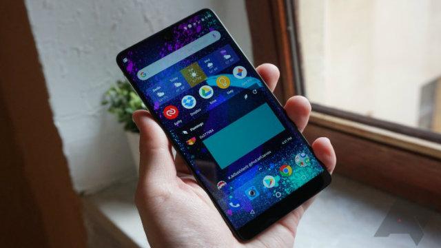 Essential Phone scende definitivamente a 499$