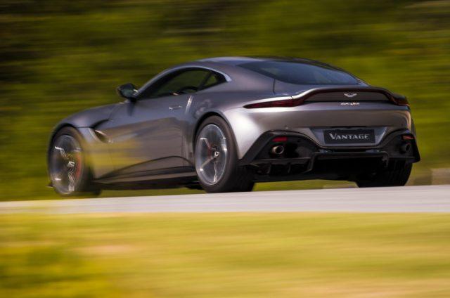 Motori, foto della settimana: Aston Martin Vantage, Lincoln MKC, pick-up Tesla